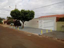 Ampla Casa c/Piscina prox.Col.Militar 220m2 a.c. 420m2 a.t. Ac.financiamento