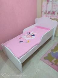 Mini cama com colchão semi novos