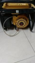 Motor gerador de energia a gasolina funcionando perfeitamente