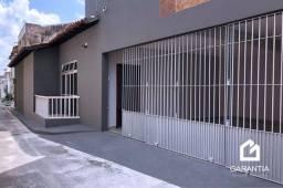 Casa de vila fechada em São Brás, toda reformada, com piscina e garagem privativa
