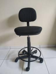 Cadeira com base giratória. Cianorte