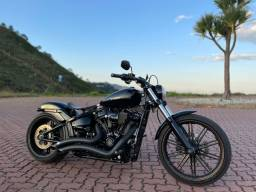 Harley Davidson breakout customizada