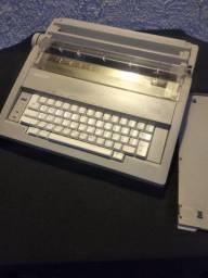 Máquina de escrever eletrônica