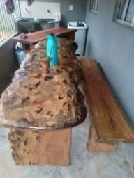 Mesa rústicas de pequi manchado +banco de  lloro medindo 2mts×90  super detalhada