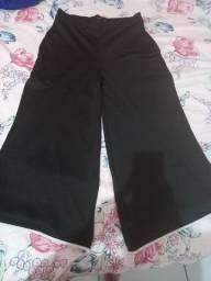 Calça preta com detalhe branco na barra da calca Tam M Marisa