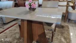 Título do anúncio: Mesa para ambientes menores de madeira e acabamento laka