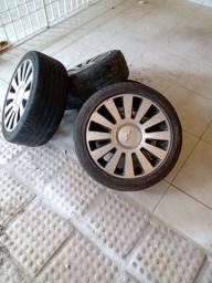 Jogo de rodas aro 17 com os pneus