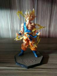 Action figure goku super sayajin novo na caixa original