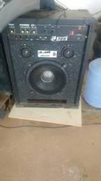 Caixa amplificada (300 wats)