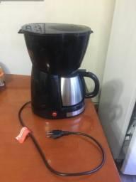 Cafeteira Preta e Prata