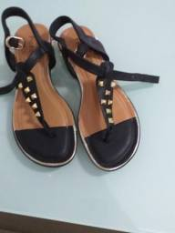 Vendo 3 sapatilhas e uma sandália