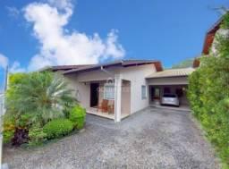 Casa com 03 dormitórios no Souza Cruz e ótimo padrão de acabamento.