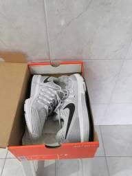 Vendo Nike Vomero 11