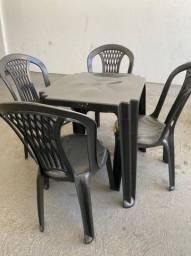 Título do anúncio: Venha já comprar mesa e cadeira plástica cor preta nova para lanchonete no atacado
