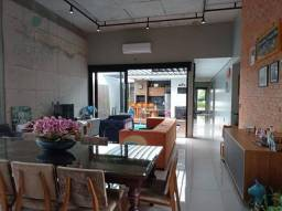 Casa térrea com 3 suítes e móveis planejados, à venda, 200 m² por R$ 1.360.000 - Condomíni