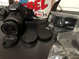 Título do anúncio: Câmera Canon T5 com Lente EF-S 18-55mm + cartão 32gb- Completa na caixa