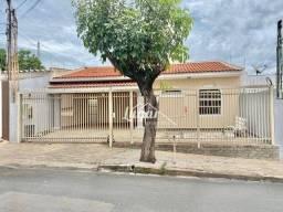 Título do anúncio: Casa com 3 dormitórios para alugar por R$ 2.300,00/mês - Jardim América - Marília/SP
