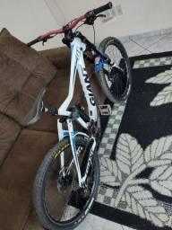 Bike Downhill Giant Glory 01