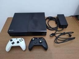 Título do anúncio: Xbox One FAT 500gb 2 controles usado (preço negociável)