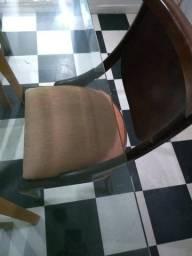 Mesa e Cadeiras em Madeira Maciça com Vidro Temperado