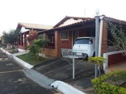 Título do anúncio: Brazil imobiliária vende chalé 04 quartos - Caldas Novas GO Aceito Carro!