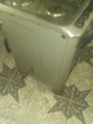 Vendo um Fogão esmaltec funcionando precisa de bocas e limpar o forno
