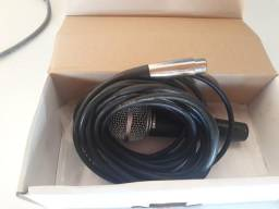Microfone e pedestal