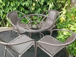 Mesa Redonda de 80 com 4 Cadeiras Fibra Sintetica