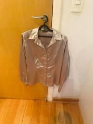 Camisa feminina prateada em cetim M nova
