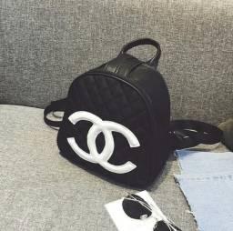 Título do anúncio: Mochila Chanel de Couro Preta