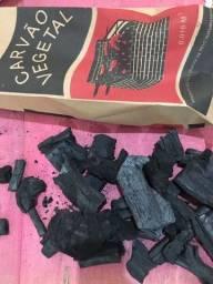Título do anúncio: Saco de carvão . 25,00 e 35,00 reais