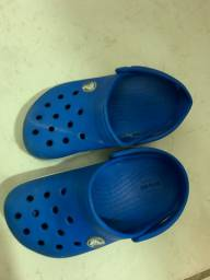 Crocs infantil TAM 25 cor azul
