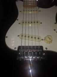 Guitarra Steinberg semi nova usada pouquíssimas vezes.