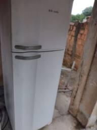 Título do anúncio: Geladeira duas portas gelo seco