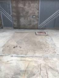 Aluga-se terreno murado (8x28m)  com água