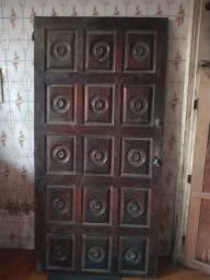 Título do anúncio: Duas portas maciças, muito antiga. Ótima qualidade.