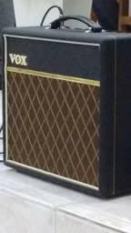 Amplificador de guitarra vox pathfinder com tremolo e reverb de mola