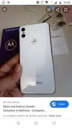 Lindo Moto One branco na Caixa celular de mulher