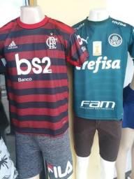 Camisetas de time masculino e feminino por R$ 35,00 Reais