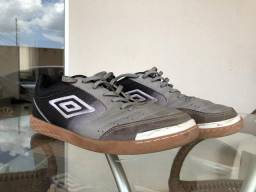 cf013743ed9e3 Chuteira de Futsal Umbro Box Pro