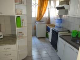 Apartamento térreo, ótima localização, condomínio barato