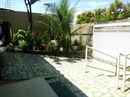 Casa com 7 Quartos à Venda, 270 m² por R$ 600.000