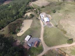 Lindo Sitio/Fazenda com Água a Vontade, com 45 hectares de terra