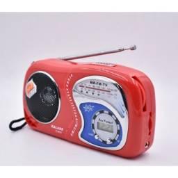 Rádio a pilha Am/FM com hora