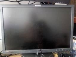 Tela de 24 Lenovo usada muito boa para trabalhos e jogos