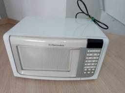 Microondas Electrolux MEF33 23L (leia o anúncio)