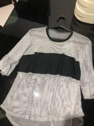 Blusa transparente brilhosa