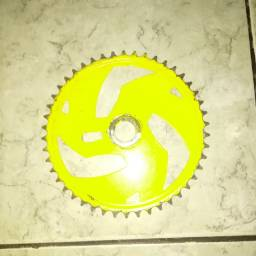 Coroa de bicicleta amarela