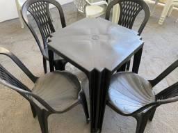 Título do anúncio: Chegou conjunto de mesa e cadeira plástica no atacado pra lanchonete
