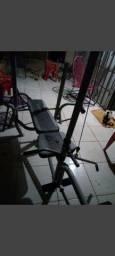 Máquina de fazer musculação